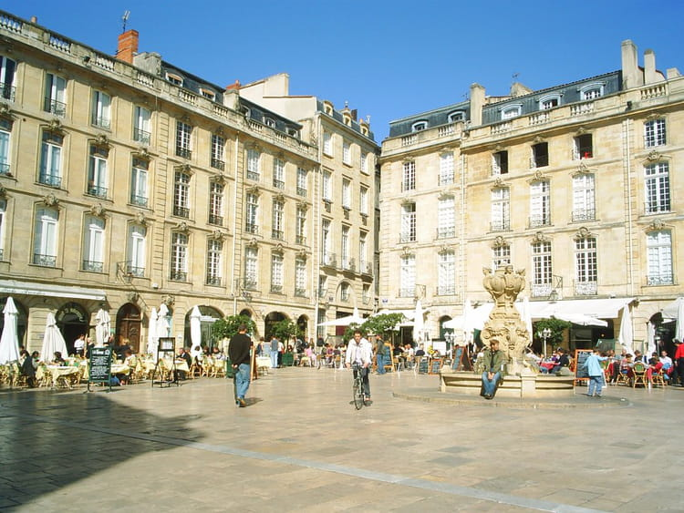 place du parlement de bordeaux par mahefa razafin sur l 39 internaute. Black Bedroom Furniture Sets. Home Design Ideas