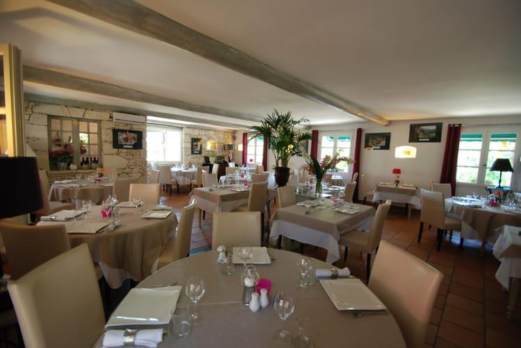Salle de restaurant par jerome duplan sur l 39 internaute for Materiel salle restaurant