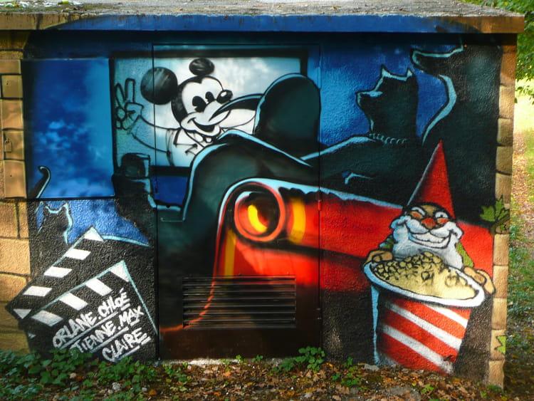 mickey sur le mur par josiane ferret sur l 39 internaute. Black Bedroom Furniture Sets. Home Design Ideas