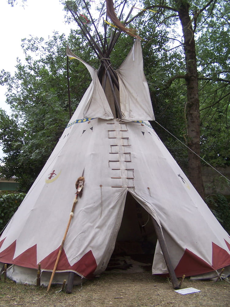 tipi indien aux haras de tarbes par jean marc puech sur l 39 internaute. Black Bedroom Furniture Sets. Home Design Ideas