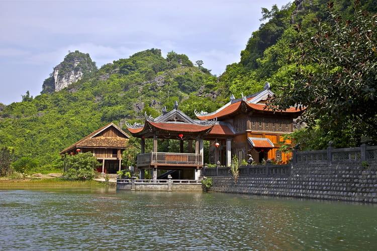 Trang-an-le-long-de-la-riviere-la-pagode-bai-dinh-1746145117-1581709