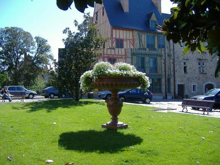 Vasque fleurie par daniel graslin sur l 39 internaute for Vasque fleurs jardin