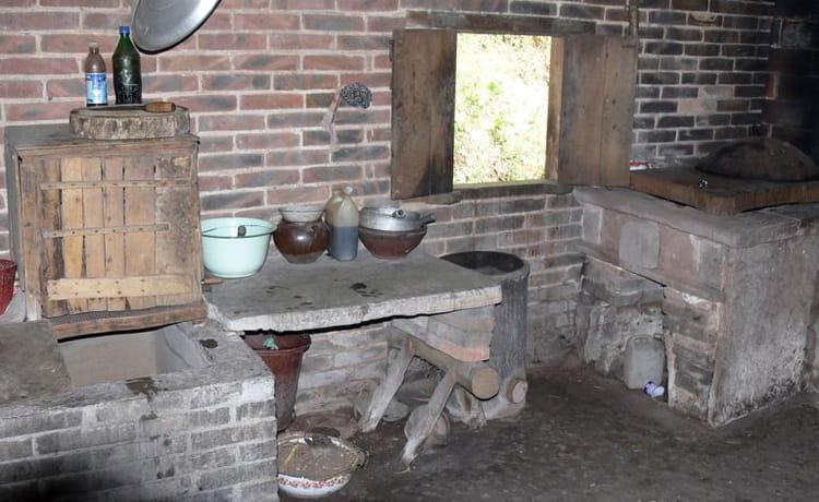 vieux quartiers cuisine par robert danecki sur l 39 internaute. Black Bedroom Furniture Sets. Home Design Ideas