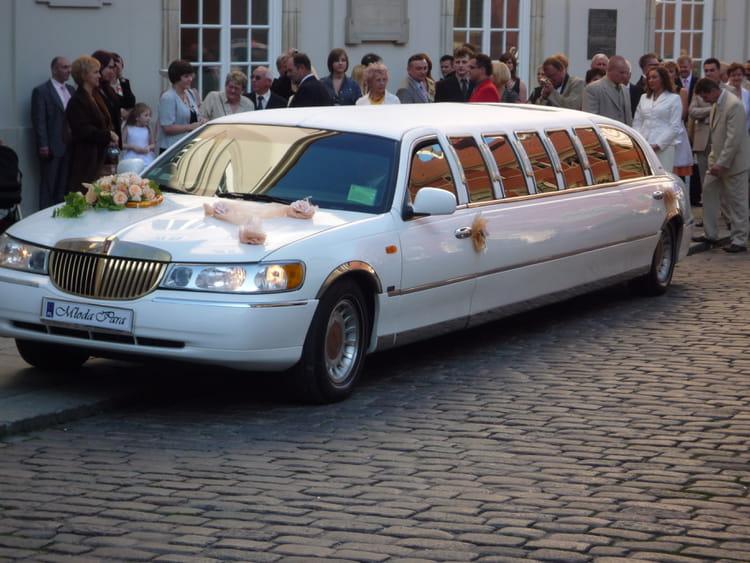 voiture de luxe par serge poidevin sur l 39 internaute. Black Bedroom Furniture Sets. Home Design Ideas